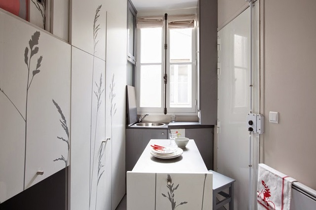 8-sqm-Parisian-Apartment-with-Hidden-Facilities (7)