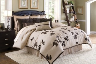Double-Bed-with-Bedding-Set (13)