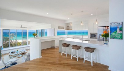 Kitchen-that-opens-with-ocean-view (12)