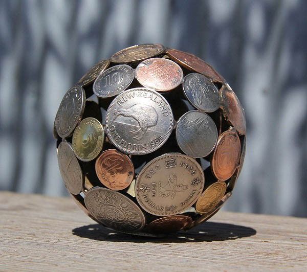 Sculptures-Made-By-Using-Keys-and-Coins (1)