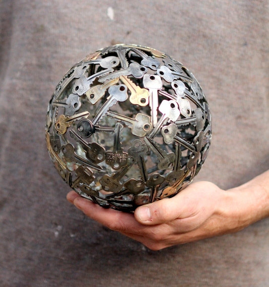 Sculptures-Made-By-Using-Keys-and-Coins (9)