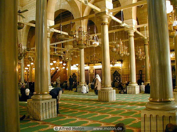 best-islamic-mosques-interior-and-outdoor-designs (1)