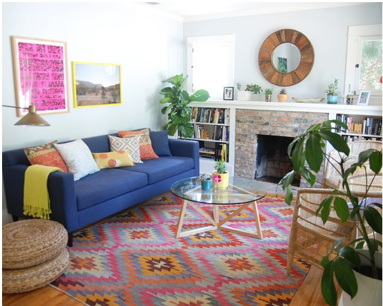 indoor-and-outdoor-rooms-are-created-around-kilim-rugs- (11)