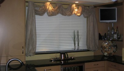 kitchen-window-treatment-ideas (2)