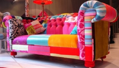 small-living-room-with-colorful-fabrics-1