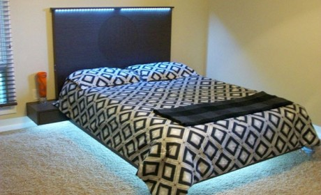 تخت خواب دو نفره شیک با طراحی شناور مناسب اتاق های کوچک