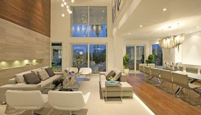 دکوراسیون داخلی خانه با سقف بلند به شیوه ای موثر و کاربردی