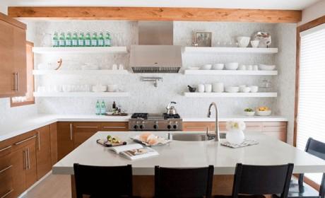 مدل آشپزخانه اپن با قفسه های باز و چیدمانی بسیار شیک و مرتب
