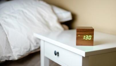 جدیدترین و جالب ترین مدل های ساعت رومیزی برای اتاق خواب