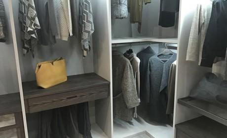 بهترین روش چیدمان کمد دیواری برای بنمایش گذاشتن لباس های شیک