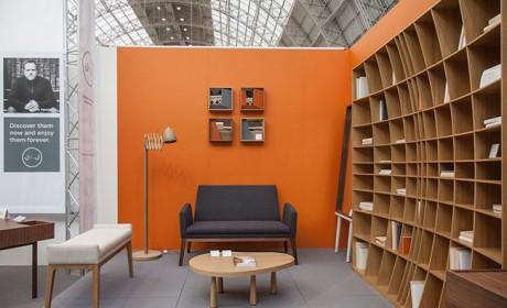 کتابخانه چوبی ساده با طراحی خلاقانه مناسب نشیمن و اتاق خواب