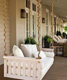 بکارگیری تخت حیاطی برای خانه های بزرگ در طرح ها و مدل های خاص