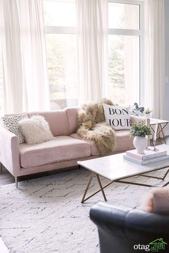 چیدمان کاناپه صورتی در کنار دیوار خانه اینگونه زیباتر است