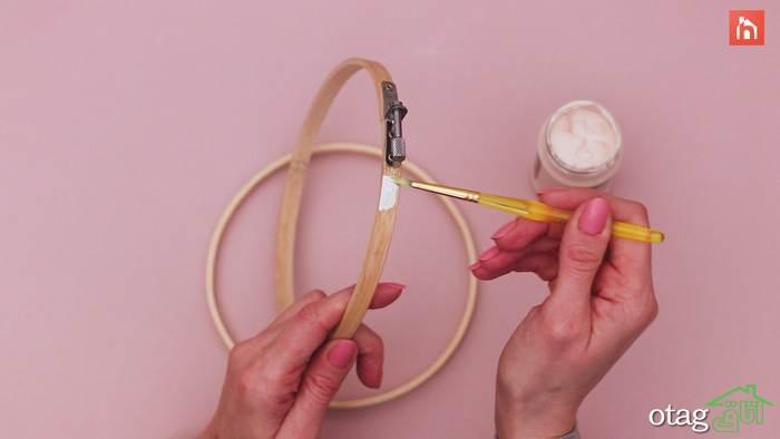 ایده ساخت ساعت دیواری با حلقه گلدوزی چوبی و پارچه کتان