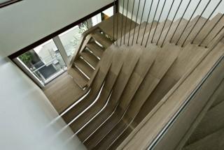 دکوراسیون آپارتمان بزرگ 528 متری با راه پله ایی عجیب و شگفت انگیز