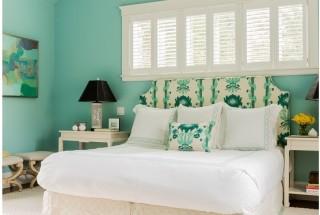 دکور اتاق خواب با چیدمانی ساده و فضایی آرامش بخش و زیبا