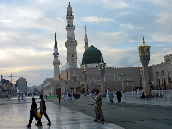 best-islamic-mosques-interior-and-outdoor-designs (8)