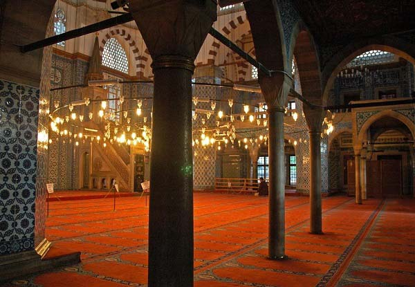 best-islamic-mosques-interior-and-outdoor-designs (9)
