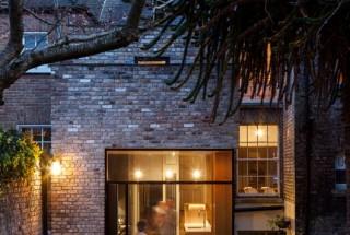 بازسازی دکوراسیون خانه باغ ویلایی آجری زیبا - مدرنیسم