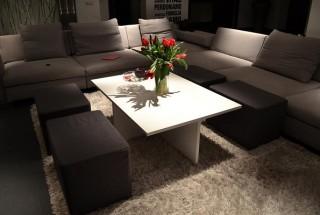 مدل میز جلو مبلی مدرن و زیبا مناسب اتاق نشیمن و پذیرایی