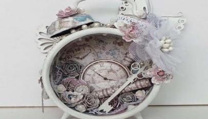 ساخت دکوری های تزیینی با استفاده از ساعت های کوکی قدیمی