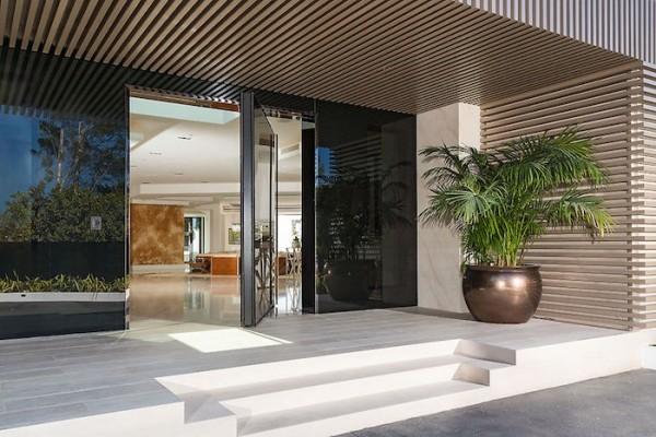 futuristic-entryway-design-600x400