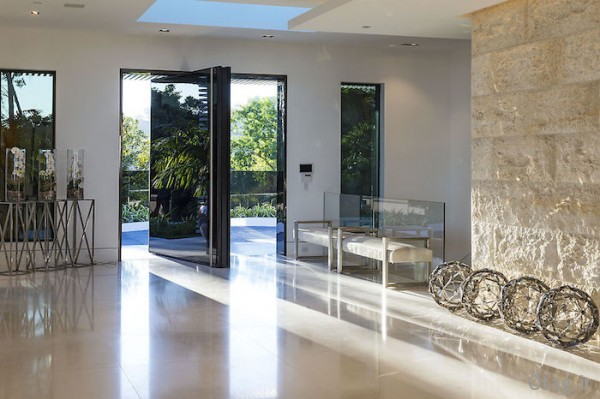 glass-entry-way-600x399