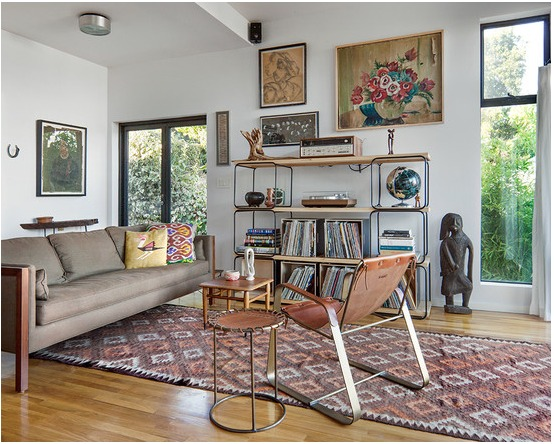 indoor-and-outdoor-rooms-are-created-around-kilim-rugs- (12)