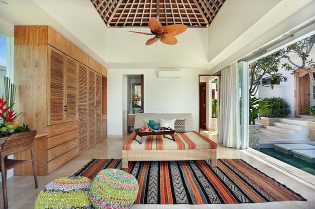 indoor-and-outdoor-rooms-are-created-around-kilim-rugs- (7)