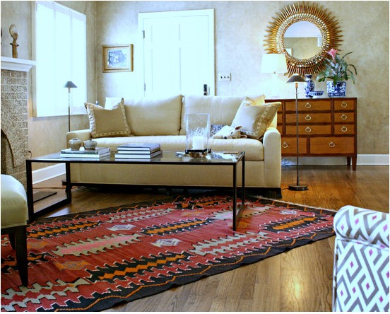 indoor-and-outdoor-rooms-are-created-around-kilim-rugs- (9)