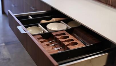 اکسسوری کابینت کشویی آشپزخانه با طراحی خلاقانه و سودمند