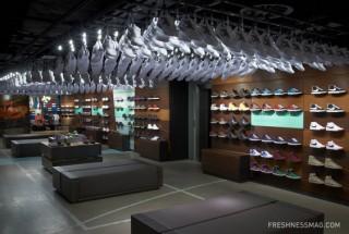 دکوراسیون فروشگاه پوشاک ورزشی زیبا و شیک شهر نایک در لندن