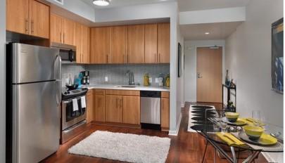 دکوراسیون آشپزخانه کوچک با چیدمانی هوشمندانه و کاربردی