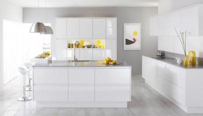 دکوراسیون آشپزخانه سفید با کابینت های مدرن و امروزی